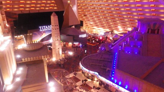 Luxor hotel casino vue intérieur de la chambre