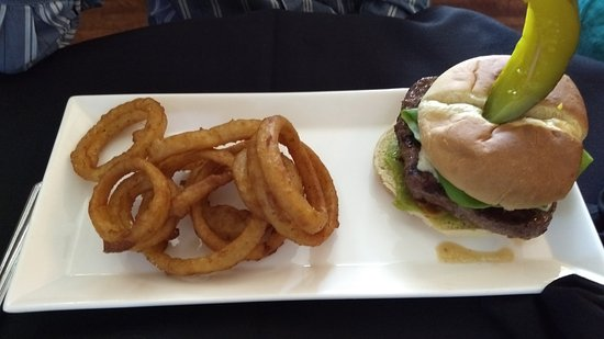 Stanardsville, VA: Alpine Burger with Onion Rings