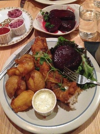 South Berwick, ME: Fried fish plate & order of pickled beets ! <3