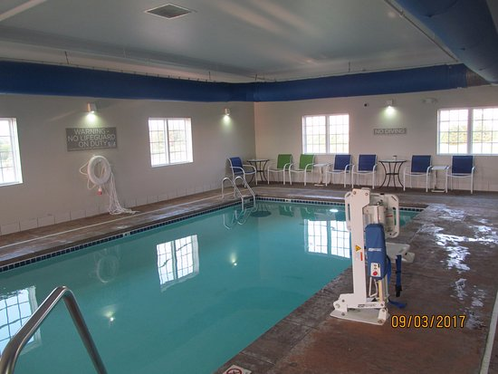 Pool  - Picture of Microtel Inn & Suites by Wyndham