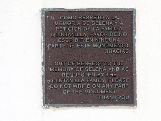 Mirador del Flor / Selena's Seawall Statue : information
