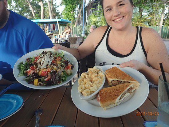 Marker 88 : Tropical salad with grilled Mahi and Reuben with Mac & Cheese