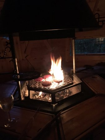 Lochgilphead, UK: Fire pit in hut where you can cook your own food