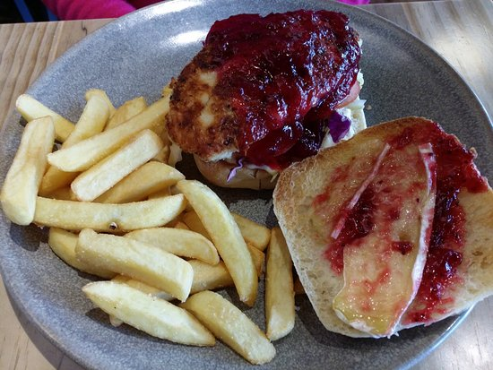 Ellerslie, New Zealand: Chicken fillet burger with cranberry open