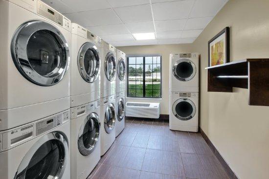 Benton Harbor, ميتشجان: Complementary Guest Laundry  