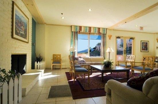 San Luis Bay Inn: Lobby Lounge