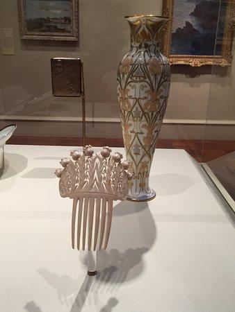 Cincinnati Art Museum: stunning vase and hair piece