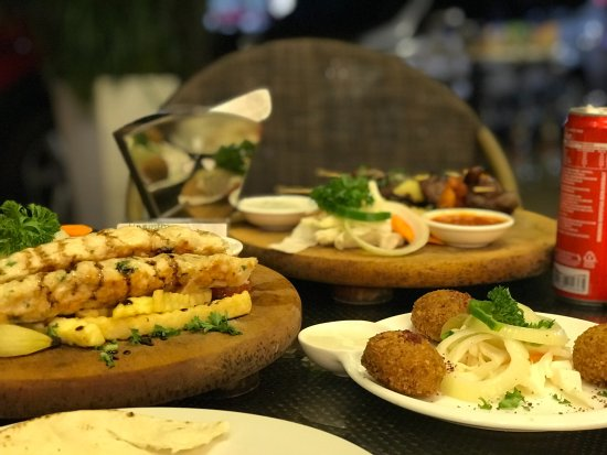 Yasmin Restaurant : Feast!