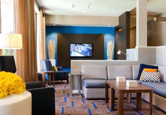 Pleasanton, CA: Lobby Seating Area