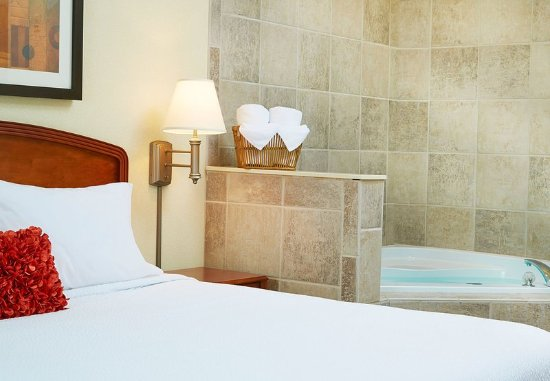 Englewood, Colorado: King Whirlpool Guest Room
