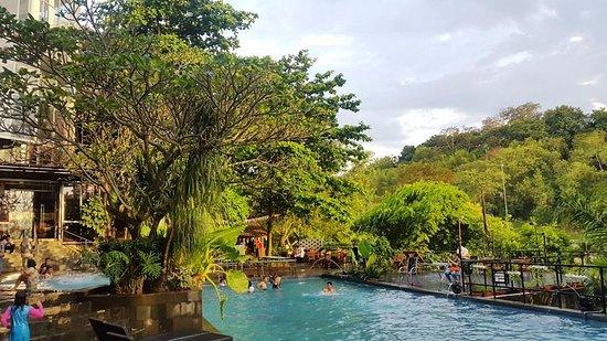 Oak Tree Emerald Semarang Hotel Photo