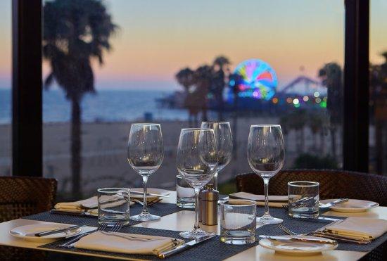 Loews Santa Monica Beach Hotel: Ocean Vine Terrace Table