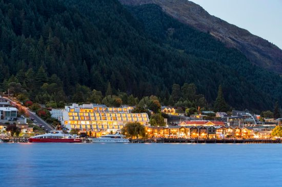 Crowne Plaza Queenstown: Hotel Exterior