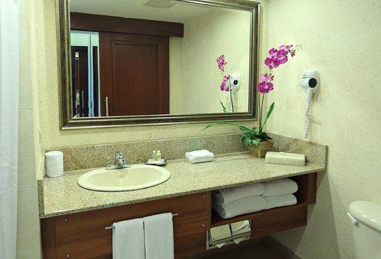 Holiday Inn Panama Canal: Guest Bathroom