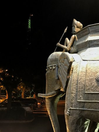 Dinah's Garden Hotel: Two elephants face each other in front of the lobby.That's the green-lot tower in the background