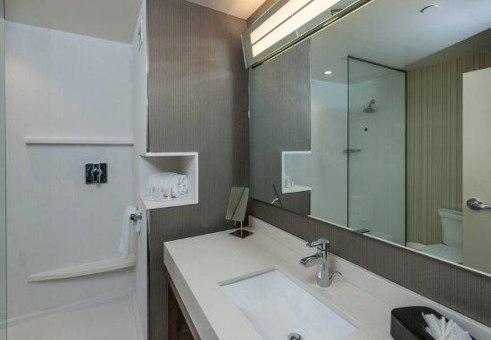 Littleton, MA: Guest Bathroom