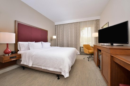 Martinsburg, WV: King Accessible Room