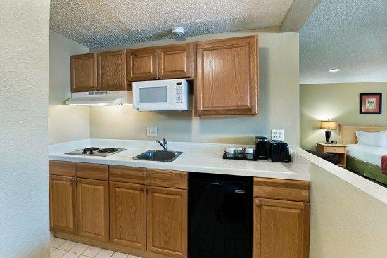 Lancaster, CA: Apartment