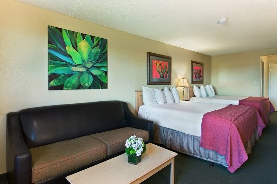 Lancaster, CA: Guest Room