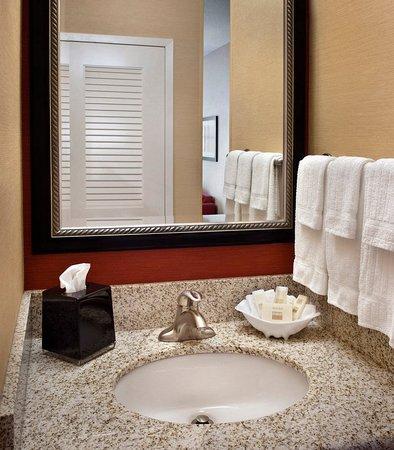 Middletown, RI: Guest Bathroom