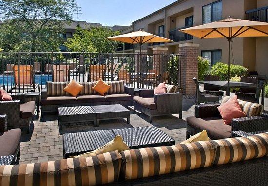 Middletown, RI: Outdoor Terrace
