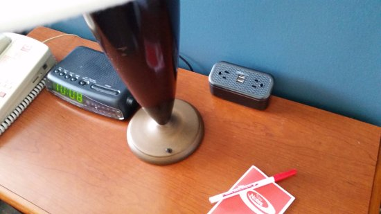 Econo Lodge Grand Junction : Charging station - 4 devices in one location.
