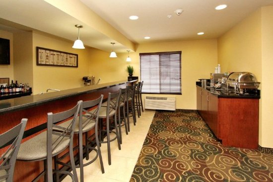 Cobblestone Hotel Suites Seward Ne Breakfast Area