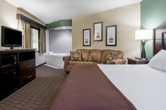 Americ Inn West Salem WIKing Whirlpool Suite
