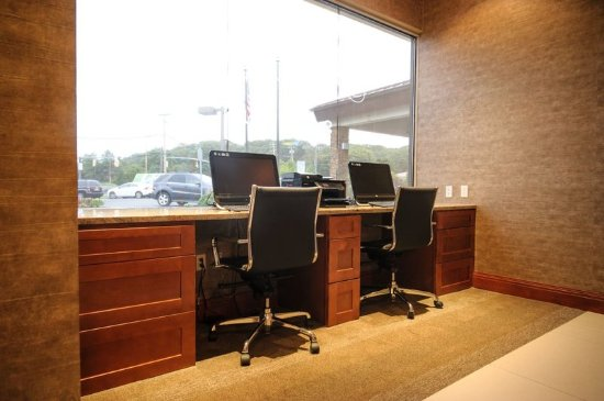 Holiday Inn Plainview - Long Island: 24 Hour Business Center available with faxing & printing as well.