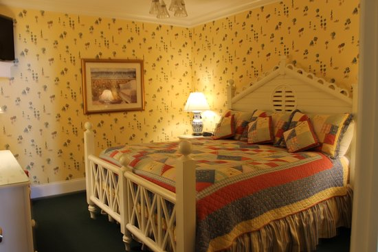 Main Street Inn and Suites: King Bed in Room 207