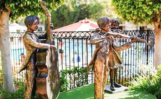 Palm Garden Hotel: Statue_PalmGarden
