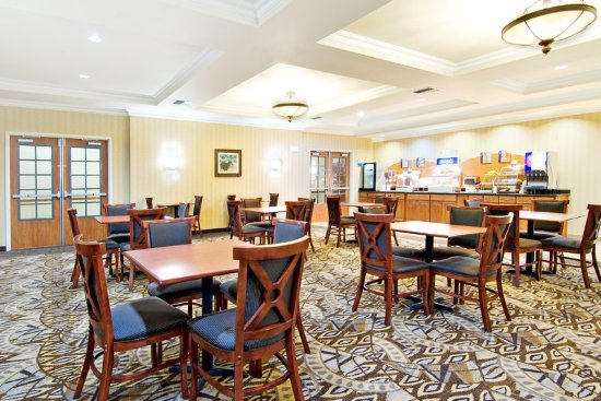 Holiday Inn Express Hotel & Suites Klamath Falls: Breakfast Bar