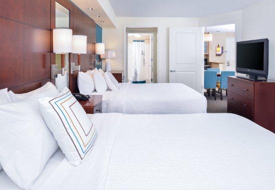 Harrisonburg, VA: One-Bedroom Queen Suite - Sleeping Area