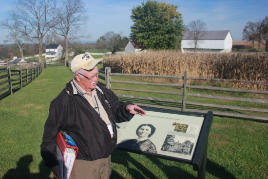 Sharpsburg, MD: Dr. Gordon Dammann discussing Clara Barton at the Poffenberger farm.