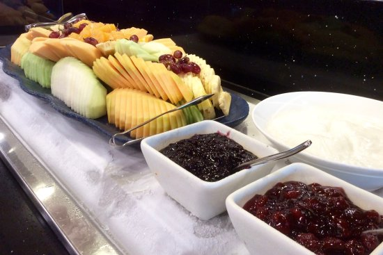 Fiesta Resort & Spa Saipan: World Cafe breakfast - fresh fruits, yogurt & jam