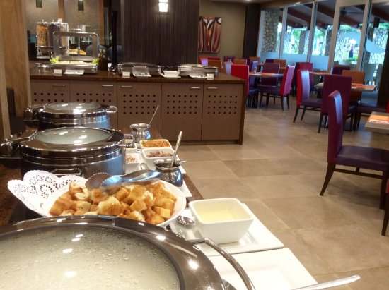 Fiesta Resort & Spa Saipan: World Cafe breakfast - pancakes