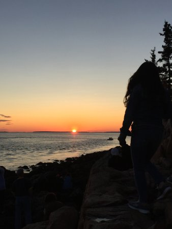 Bass Harbor, ME: Would-be beautiful sunset with oblivious tourist (don't do this!)