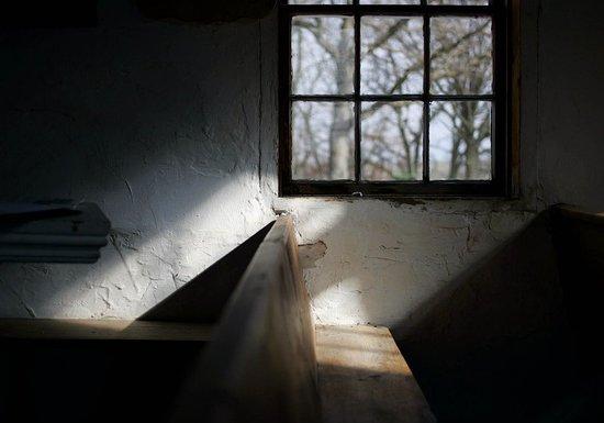Mount Horeb, Ουισκόνσιν: View through church window.