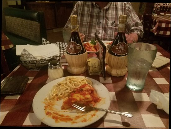 DiCiccos Italian Restaurant of Sanger   267 Academy Ave, Sanger, CA, 93657   +1 (559) 875-5557