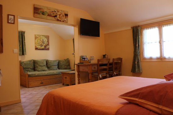 Croisy-sur-Eure, France: Chambre familiale (verte).Possibilité de lit d'appoint pour enfant sur réservation
