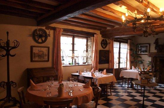 Croisy-sur-Eure, Fransa: Auberge Normande à 1 heure de Paris, Proche Giverny, en vallée d'Eure