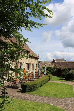 Croisy-sur-Eure, Frankrike: Terrasse d'été