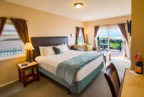 Inn at the Prom : Ocean Front King Spa Suite for 4