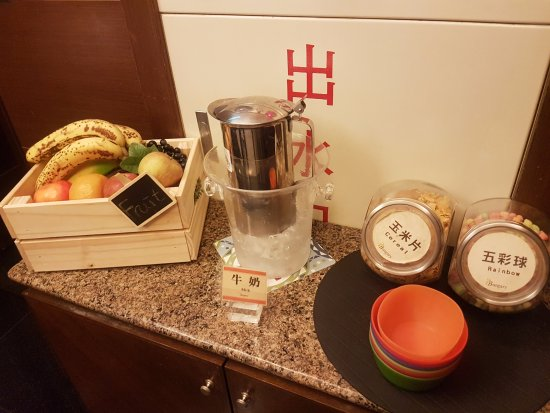 Burgary Hotel: breakfast