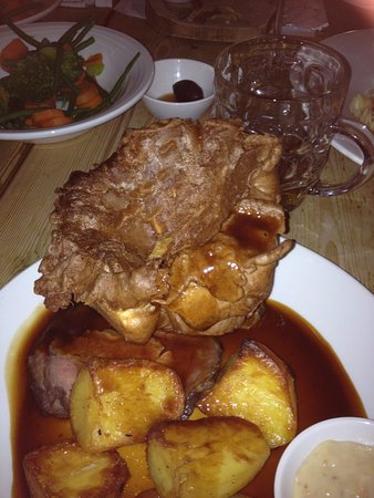 Sun Inn: The rare roast beef at Sun, Feering, Essex 22 Oct 2017 c 2045 local