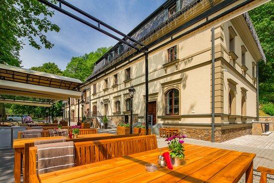Male Versailles: Summer terrace 250 seats