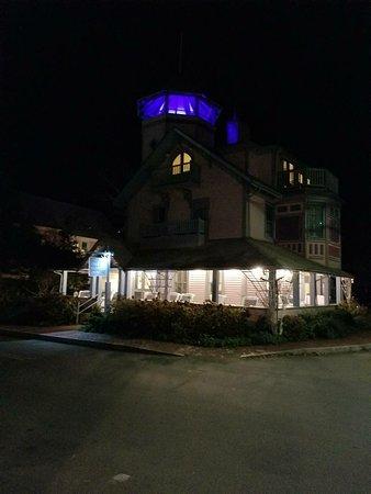 Oak Bluffs Inn: IMG-ffa3e203d8566bfd8d83584e6b0125d1-V_large.jpg