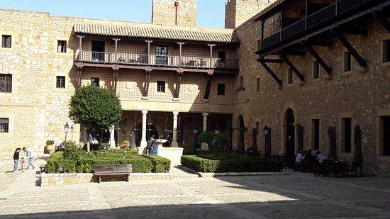 Jardin plaza de armas picture of siguenza castle for Jardin plaza