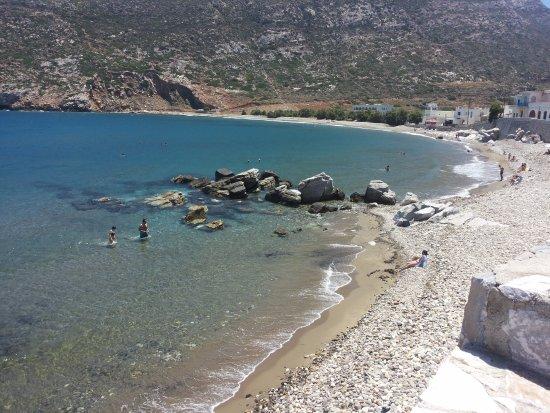 Adonis Hotel: La spiaggia subito di fronte all'hotel