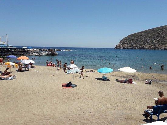 Adonis Hotel: La spiaggia all'ora di punta